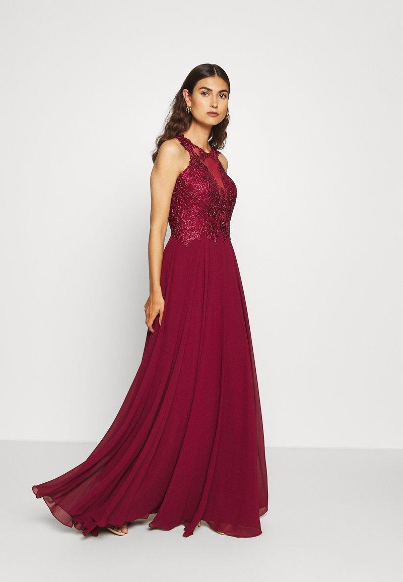 Luxuar Fashion - Společenské šaty - bordeaux
