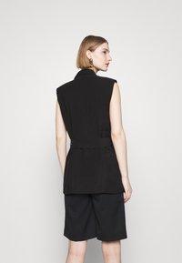 Bruuns Bazaar - LUCILLE LOEWE - Waistcoat - black - 2