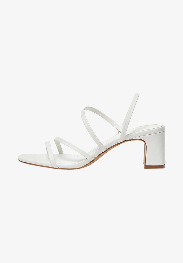 MIT ABSATZ UND RIEMCHEN - Sandaler - white