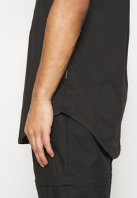 YOURTURN - UNISEX - Basic T-shirt - black - 4