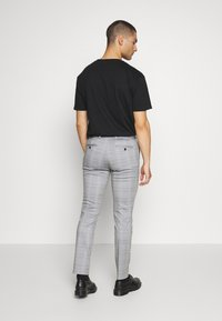 Jack & Jones - JJIMARCO JJPHIL NOR CHECK - Pantaloni - light gray - 2