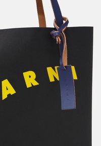 Marni - SHOPPING BAG - Bolso shopping - black/yellow/bluette - 3