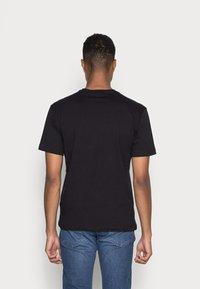 Champion Rochester - GRAPHIC SHOP CREWNECK - Print T-shirt - black - 2
