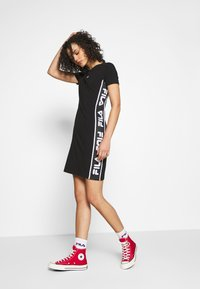 Fila - TANIEL TEE DRESS - Žerzejové šaty - black - 1