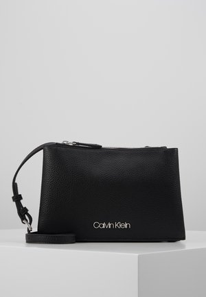 SIDED TRIO CROSSBODY - Olkalaukku - black