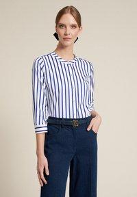 Luisa Spagnoli - BILANCIO - Button-down blouse - bianco/righe azzurre - 2