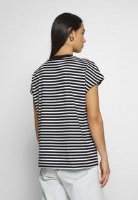 Weekday - PRIME STRIPE - Print T-shirt - black/white - 2