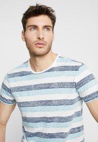 Solid - TJANOS - Print T-shirt - air blue - 4