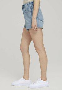 TOM TAILOR DENIM - Denim shorts - destroyed bleached blue denim - 5