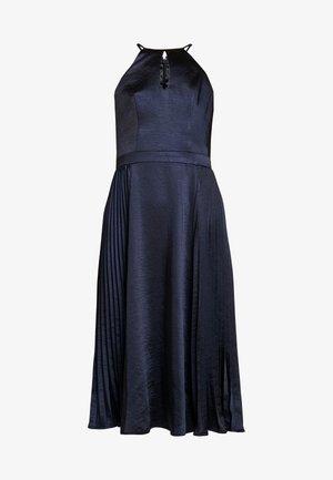CHI CHI BENITA DRESS - Společenské šaty - navy