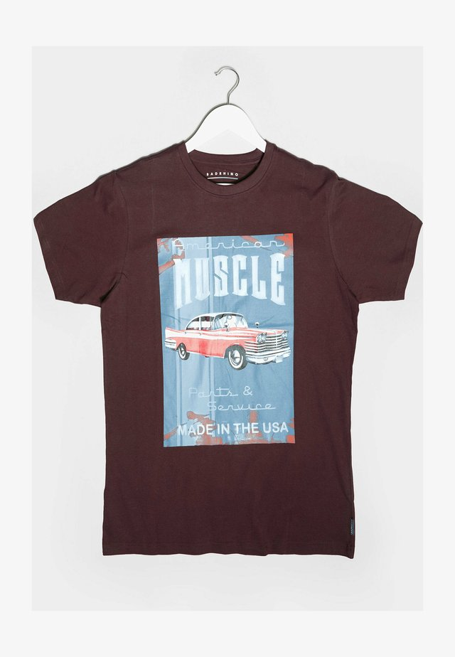 AMERICAN MUSCLE CAR GRAPHIC  - Print T-shirt - red