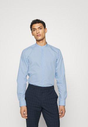 ENRIQUE - Formal shirt - light/pastel blue