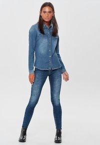 ONLY - RAW - Camisa - medium blue denim - 1