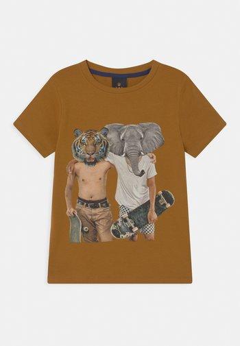 ULRIK  - T-shirt print - golden brown
