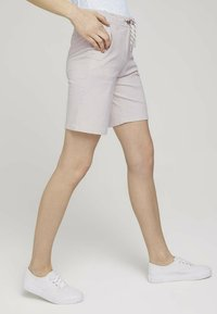 TOM TAILOR - Shorts - beige thin stripe - 4