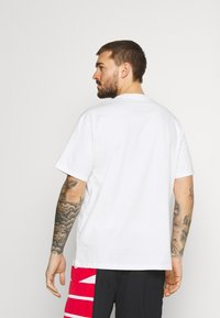 Nike Performance - TEE - T-shirt con stampa - white - 2