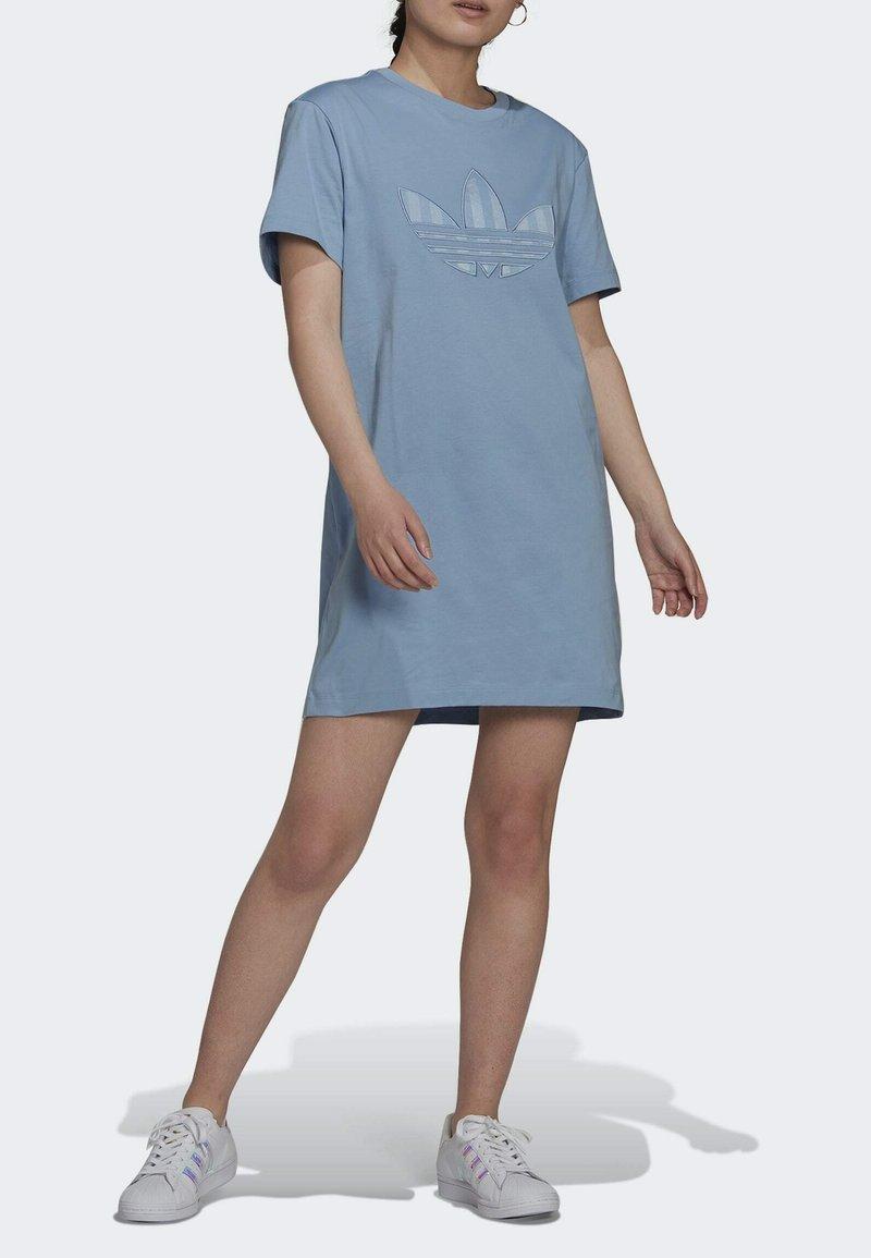 adidas Originals - ORIGINALS TREFOIL MOMENTS DRESS LOOSE - Jersey dress - blue