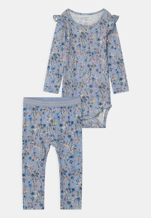 NBFTESSIE SET - Bukser - dusty blue