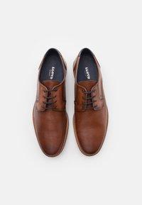 Lloyd - LAREDO - Šněrovací boty - cognac/midnight - 3