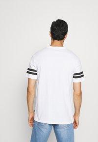 Pier One - 2 PACK - Print T-shirt - black/white - 2