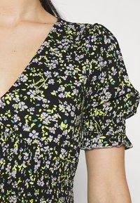 Tommy Jeans - SMOCK BODY FLORAL DRESS - Day dress - black/green - 3
