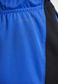 Nike Performance - DRY SHORT HYBRID - Sports shorts - game royal/black/habanero red - 6