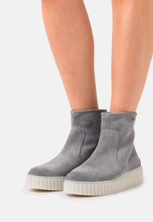 BIANCA  - Kotníkové boty na platformě - grey