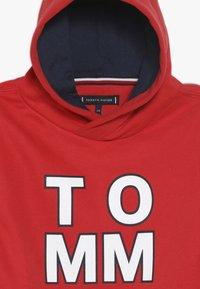 Tommy Hilfiger - MULTI GRAPHIC HOODIE - Bluza z kapturem - red - 4
