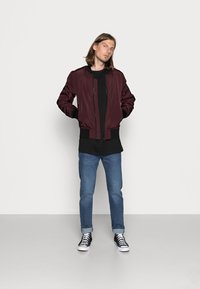 Urban Classics - Bomber Jacket - burgundy/black - 1