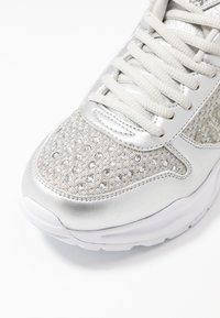 Guess - TANDEY - Sneakers - argent - 2