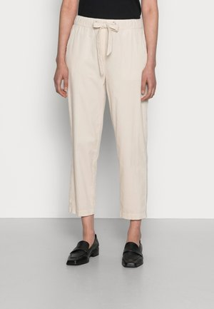 PANTS TAPERED LEG FRENCH POCKETS CROPPED - Trousers - chalky sand