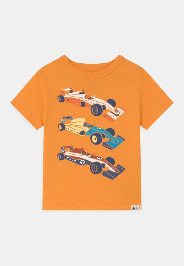 TODDLER BOY GRAPHIC - Print T-shirt - mango orange