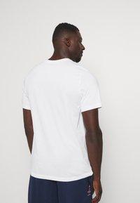 Nike Performance - DRY TEE ELITE - Print T-shirt - white - 2