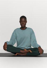 Nike Performance - CORE  - Sweatshirt - hasta/dark teal green - 1