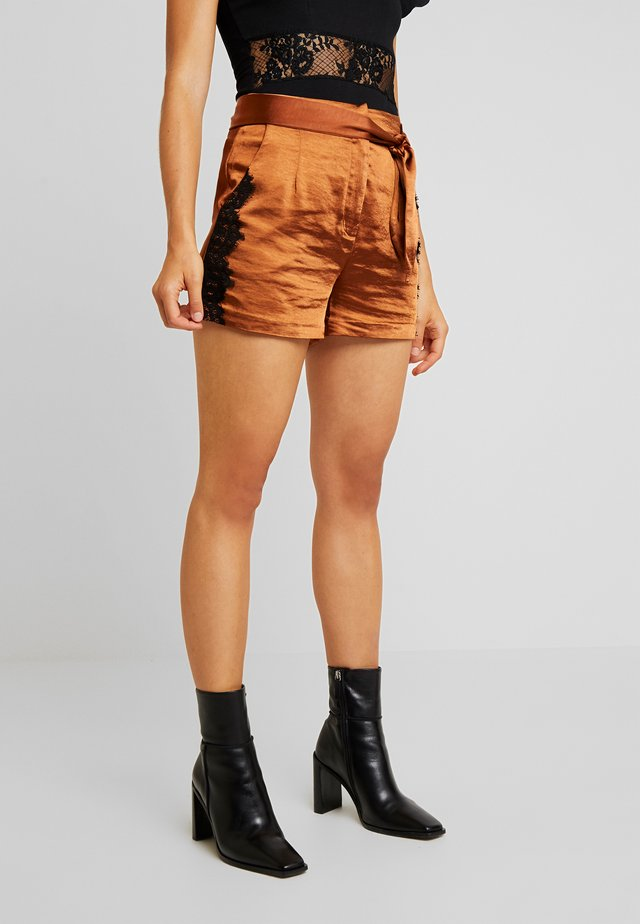 SHORTS WITH TRIM - Shorts - rust