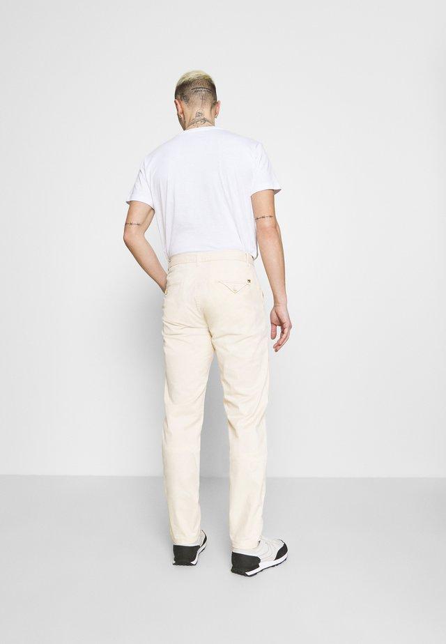 STUART CLASSIC - Chinos - white