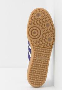 adidas Originals - SAMBA FOOTBALL - Sneaker low - footwear white/collegiate purple/soft vision - 4