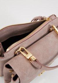 Coccinelle - ARLETTIS  - Handbag - pivoine - 5