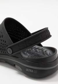 Skechers Performance - GO WALK 5 - Chanclas de baño - black - 5