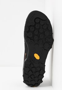 La Sportiva - TX4 - Climbing shoes - carbon/flame - 4