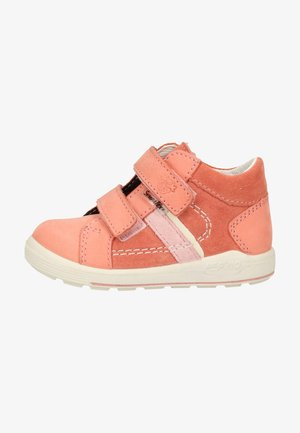 Touch-strap shoes - strawberry