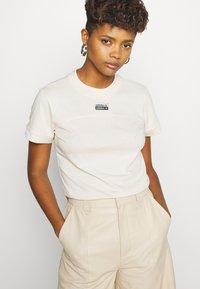 adidas Originals - TEE - T-shirts med print - beige - 3