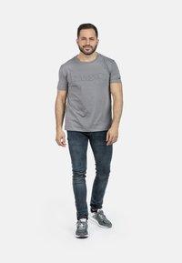 IZAS - T-shirt imprimé - charcoal - 1
