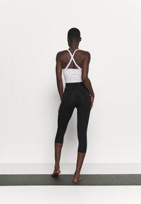 Deha - LEGGINGS 3/4 - 3/4 sports trousers - black - 2