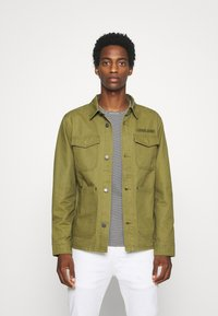 Tommy Jeans - CARGO JACKET - Summer jacket - uniform olive - 0