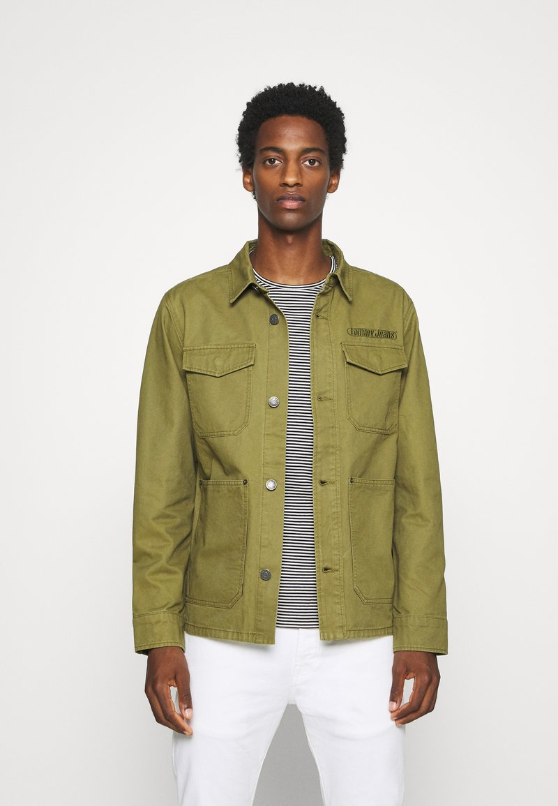 Tommy Jeans - CARGO JACKET - Summer jacket - uniform olive