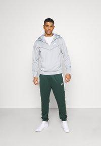 Nike Sportswear - REPEAT HOODIE - Long sleeved top - smoke grey/white - 1