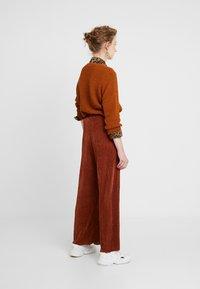 b.young - PILINE PANTS - Pantalon classique - dark copper - 2