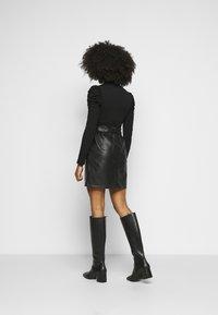 ONLY Petite - ONLRIGIE PAPER BAG SKIRT - Pencil skirt - black - 2