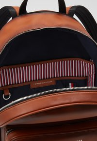 Tommy Hilfiger - CASUAL BACKPACK - Reppu - brown - 3